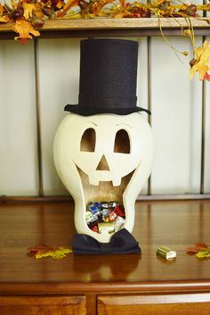 Another impressive Gourd Candy Dish. Skully is our white skeleton and is sure to put a smile on anyone who enters your home until they try and get candy! Dulceros Halloween, Halloween Gourds, Halloween Skeletons, Vintage Halloween, Halloween Makeup, Halloween Costumes, Decorative Gourds, Hand Painted Gourds, Crafts To Make