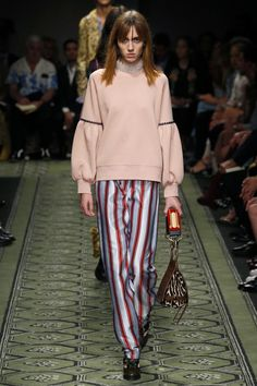 #burberry #favourite Burberry | Ready-to-Wear Spring 2017 | Look 43
