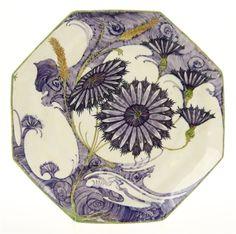 Een Rozenburg eierschaal porselein achtkant bord by Samuel Schellink