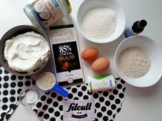 Neskutečně dobrý fit Bounty dort s dostatkem bílkovin a nižším obsahem sacharidů (Recept) | FITCULT.cz Stevia, Healthy Recipes, Healthy Food, Cocoa, Food And Drink, Ice Cream, Baking, Fitness, Cakes