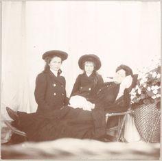 Olga Nikolaevna, Anastasia Nikolaevna & Alexandra Feodorovna, circa 1909