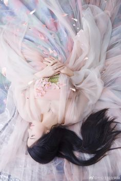 Sad Zhao Jun after the life of Liu Traditional Fashion, Traditional Dresses, Chinese Style, Chinese Art, Asian History, China Girl, Oriental Fashion, Chinese Fashion, Peach Blossoms