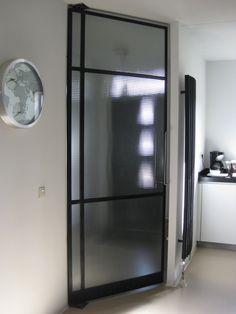 vast deel met deur, 2 soorten glas werf Brussel www.homemetal.be ...