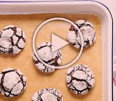 Chocolate Crinkle Cookies are delicious, chewy and fudgy. Made with cocoa powder and icing sugar - for that beautiful crinkle exterior. Check this easy recipe for best chocolate crinkle cookies with a video tutorial Oreo Brownies, Brownie Cookies, Chocolate Oatmeal Cookies, Sugar Cookie Bars, Chocolate Crinkles, Salted Caramel Chocolate, Chocolate Chip Recipes, Best Chocolate, Chocolate Flavors