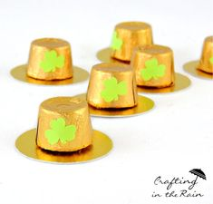 Rolo Leprechaun Hats, use chocolate gold coins for base St Patrick's Day Crafts, Easy Crafts For Kids, Kid Crafts, St Paddys Day, St Patricks Day, Holiday Treats, Holiday Fun, Sant Patrick, Silvester Diy