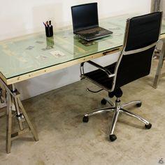 Van Abbevé table bureau dérivé d'une vieille porte / Vanabbeve.fr