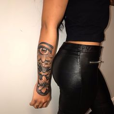 Many people mistake tattoos with more modern, rebellious cultures such as the alternative and pop-culture. Despite a lot of people being convinced that tattoos are a new thing and despite many peop… Dope Tattoos For Women, Black Girls With Tattoos, Badass Tattoos, Sleeve Tattoos For Women, Sexy Tattoos, Cute Tattoos, Small Girly Tattoos, Tattos, Pretty Tattoos