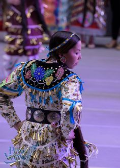 Jingle dress dancer at 2015 Gathering of the Nations, Albuquerque Native American Pictures, Native American Clothing, Native American Regalia, Native American Beauty, Native American Beadwork, Native Beadwork, Jingle Dress Dancer, Powwow Regalia, Applique Dress