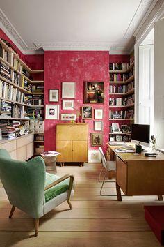Библиотека. На стене — работы Рауля Дюфи, Жоржа Брака, Матисса, Билла Жаклина.