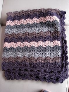 Bercé Par Les Vagues (Lulled By The Waves), free pattern by Laurence Mériat. Pic from Ravelry Project Gallery. ~ Free crochet patterns