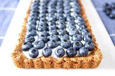 Mit einer Blaubeer Tarte mit Joghurt könnt Ihr Euch mal so richtig verwöhnen. Und das natürlich ohne schlechtes Gewissen! Denn die Beeren mit der phantastischen dunkelblauen Farbe und einer Schicht…