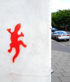 A small stencil graffiti of a Gecko. This one used to be on the end wall of Helen Rochfort's shop on Bancroft in Hitchin, Hertfordshire.