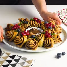 You won't see anything more beautiful with Nutella this year! Nut # delicious # pastries You won't see anything more beautiful with Nutella this year! Entree Halloween, Halloween Appetizers, Appetizers For Party, Cookie Recipes, Dessert Recipes, Sandwiches For Lunch, Tasty, Yummy Food, Christmas Desserts