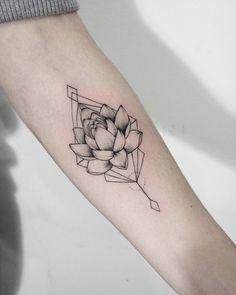 "3,704 Likes, 32 Comments - Dasha Sumkina (@dasha_sumtattoo) on Instagram: ""#sum_ttt #dotwork #linework #lotostattoo #lotos #flowerstattoo #flowertattoo #tattoo…"""