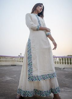 Kurta Designs Women, Kurti Neck Designs, Kurti Designs Party Wear, Blouse Designs, Pakistani Dress Design, Pakistani Dresses, Indian Dresses, Indian Designer Suits, Dress Indian Style