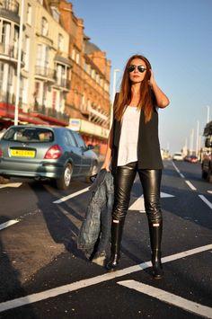 Simona Mar: Walk with me / Hunter boots / Minimalism