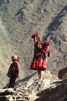 Quechua mother and children - Ollantaytambo, Sacred Valley Peru.