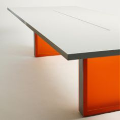 IN-TENSIVE meeting table by Inno