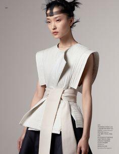 Du Juan, Chinese model, by Daniel Jackson for VOGUE China February Foto Fashion, Asian Fashion, High Fashion, Womens Fashion, Fashion Show, Feminine Fashion, Korea Fashion, India Fashion, Street Fashion