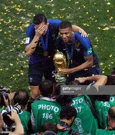 Photo d'actualité : Kylian Mbappe and Florian Thauvin of France with...