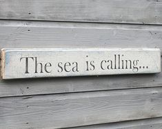 Driftwood signs sea Sea Is Calling Driftwood Sign, Reclaimed Wood, Beach House Wall Decor The lake is calling… Seaside Decor, Beach House Decor, Coastal Decor, Coastal Cottage, Driftwood Signs, Driftwood Crafts, Beach Cottage Style, Coastal Style, Nautical Home