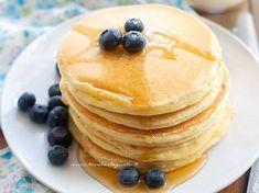 Pancake: Quick and easy American original recipe (Pancakes) - Ricette - Beignets, Scotch Pancakes, Buttercream Cake Designs, Coconut Milk Smoothie, Latte, Easy Smoothie Recipes, Salty Cake, Pumpkin Spice Cupcakes, Savoury Cake