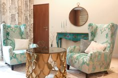 #sofa #sofadesign #mirrortable #mirrorfurniture #turquoisedesign #türkisdesign #türkiseinrichtung #turquoiseinterior Sofa Design, Interior Design Studio, Luxury Living, Tapestry, Throw Pillows, Elegant, Bed, Home Decor, Interiors