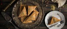 Πολίτικα γλυκά στο σπίτι: 3 μυστικά για να τα πετύχεις σαν του ζαχαροπλαστείου - madameginger.com Palak Paneer, Pork, Beef, Ethnic Recipes, Easter, Pork Roulade, Meat, Pigs, Ox