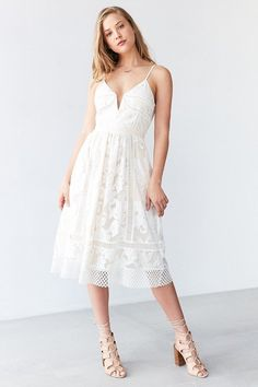 Shop Saylor Phoebe Floral Lace Midi Dress at Urban Outfitters today. Urban Dresses, Modest Dresses, Bridal Dresses, Summer Dresses, Party Dresses, Lace Midi Dress, Dress Skirt, Girl Fashion, Fashion Dresses