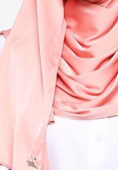 VERCATO pink Glam Diva Satin Silk Shawl F5E7DAA7B919C3GS_2
