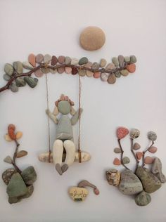 Wall decorations made of pebbles. - Wall decorations made of pebbles. Art of stones made using imagination. Stone Crafts, Rock Crafts, Fun Crafts, Arts And Crafts, Caillou Roche, Art Rupestre, Art Pierre, Rock Sculpture, Stone Sculptures