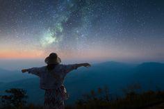 Ontdek welke engel bij jouw sterrenbeeld hoort - Inspirerend Leven Northern Lights, Mountains, Nature, Travel, Astrology, Naturaleza, Viajes, Destinations, Nordic Lights