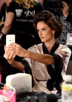 Pin for Later: Seht alle Bilder der Victoria's Secret Fashion Show in London!