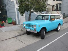 1976 IH Scout- Blue front view