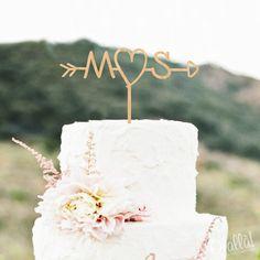 Cake Topper in Legno Personalizzato con Iniziali Cuore e Freccia d'Amore   Olalla
