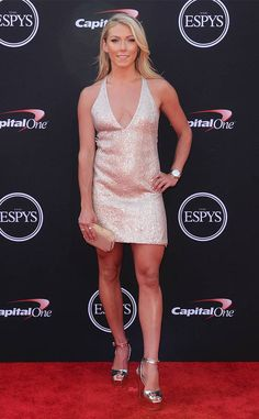 Mikaela Shiffrin from ESPYS 2018 Red Carpet Fashion The Best Female Athlete nominee deserves plenty of praise especially after her successful time at the Winter Olympics. Ski Girl, Sport Girl, Mikaela Shiffrin Hot, Espy Awards, Beautiful Outfits, Beautiful Clothes, Beautiful Ladies, Athletic Women, Celebrity Feet