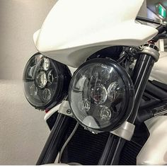 What do you think of this Triumph Street light upgrade? #teamtriumph #streettriple #light #buglights #roundlights #Bikespotting #teamtwowheels
