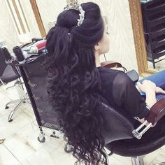 91 the best prom hair looks you are going to fall in love with 2019 page 73 Quince Hairstyles, Bride Hairstyles, Teenage Hairstyles, Gorgeous Hairstyles, Wedding Hair And Makeup, Hair Makeup, Bridal Hairdo, Quinceanera Hairstyles, Pinterest Hair