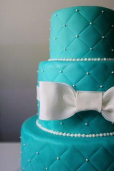 Bolo de casamento em azul Tiffany: Esse bolo é mais trendy e moderno do que o outro, mas igualmente lindo. - Petal and Posie Cakes