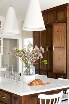 Dining Room Colors, Built In Bench, Transitional Kitchen, House On A Hill, Shop Interiors, Exposed Brick, Rustic Kitchen, Kitchen White, Decoration