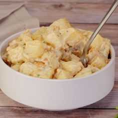 Potato Salad Creamy tangy and satisfying vegan potato salad. This vegan take on a classic dish will make you very popular at the next BBQ! And no one will know it's vegan unless you tell them.Creamy tangy and satisfying vegan potato salad. This vegan take Vegan Dinner Recipes, Delicious Vegan Recipes, Veggie Recipes, Whole Food Recipes, Vegetarian Recipes, Cooking Recipes, Healthy Recipes, Vegan Recipes Videos, Salad Recipes
