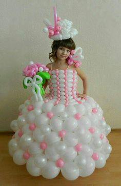 Balloon dress, this would be so frustrating and fun! Balloon Crafts, Balloon Decorations, Birthday Decorations, Balloon Dress, Balloon Flowers, Balloon Columns, Balloon Arch, Sculpture Ballon, Deco Ballon