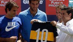 FOTOS: Federer jugó fútbol tenis con Batistuta en la Bombonera durante su gira por Argentina