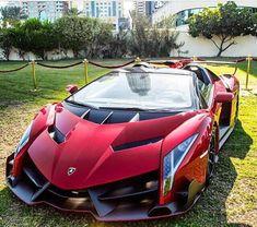Lamborghini Veneno Roadster, 750-hp, 6.5-liter, 12-cylinder, 0-62 mph: 2.9 seconds, Top speed 229mph