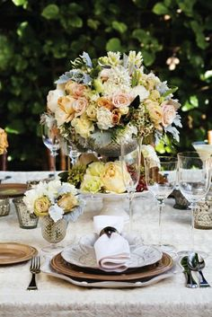 Monochromatic Floral Arrangements from Isari Flower Studio – San Diego. Stunning
