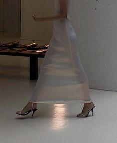 Helmut Lang, Look Fashion, Fashion Outfits, Fashion Design, Fashion Ideas, High Fashion, Fashion Clothes, Fashion Tips, Fashion Women