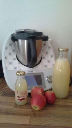 Bon dimanche, je vous propose aujourd'hui mon jus pommes fétiche. Très simple à réaliser et économique , sans additifs . Il faut pour réaliser la recette 4 pommes 1 litres de eau 100 gr de s…