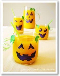 Ideias para festas de Halloween: faça carinhas nos copos com cartolina http://vilamulher.terra.com.br/festa-de-halloween-ideias-para-a-decoracao-17-1-7886462-271.html