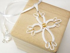 Tatted jewelry Cross pendant in white with crystal