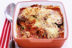 Μια συνταγή για ένα αγαπημένοφαγητό. Ένας εξαιρετικός συνδυασμός από μελιτζάνες, κολοκυθάκια, σάλτσα βασιλικού και λιωμένα τυριά στο φούρνο, για να απολαύ